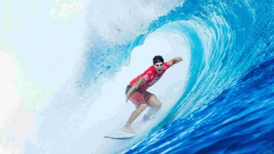 Photo of Gabriel Medina pega bons tubos e avança no Pipe Masters